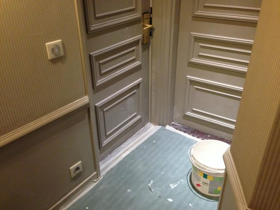 Hôtel Bradford Elysées - Astotel : HALLWAY TO OUR DOOR