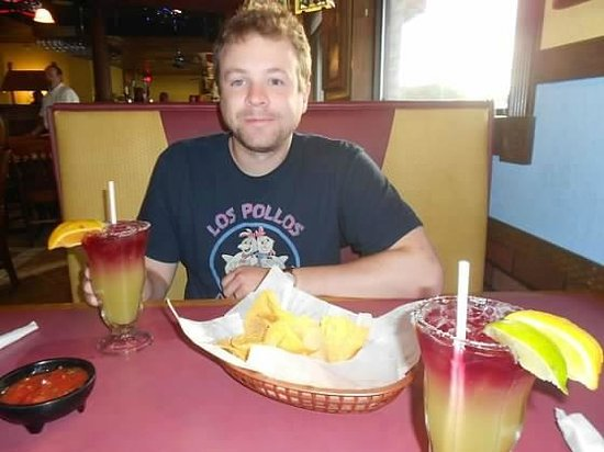 Plaza Azteca: cute hubs and our before dinner drinks