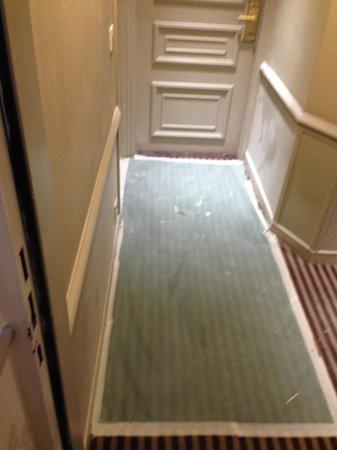 Hôtel Bradford Elysées - Astotel : HALWAY, DUST DIRT