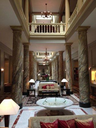 Hotel des Trois Couronnes: Le hall