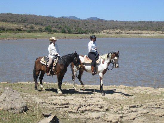 Hacienda de Taos: Fabulous morning ride by the lake