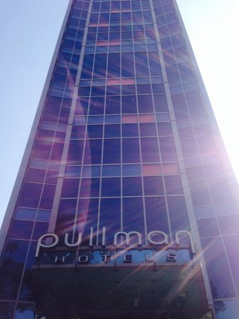 Pullman Saigon Centre : Pullman hotel from the front entrance