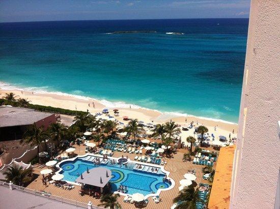 Hotel Riu Palace Paradise Island: Vista da praia olhando da sacada do quarto 11º