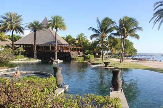 Shanti Maurice - A Nira Resort: piscina do hotel