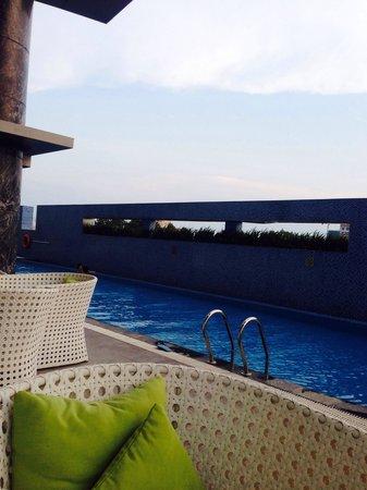 Pullman Saigon Centre : Swimming pool on 6th floor