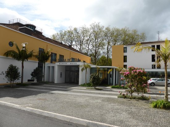 "Terra Nostra Garden Hotel: Main-entrance: left: ""old Buliding"" (renovated) right: new Building"