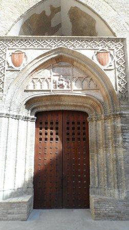Palacio de la Aljafería: Portada de época de Martín I el Humano