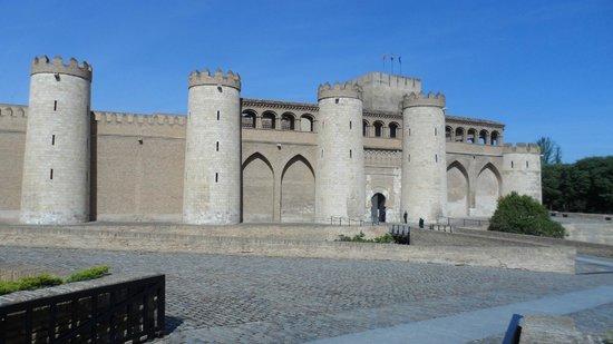 Palacio de la Aljafería: Fachada