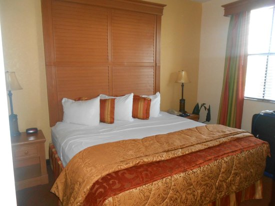 Floridays Resort : The main bedroom with en-suite jacuzzi bathroom