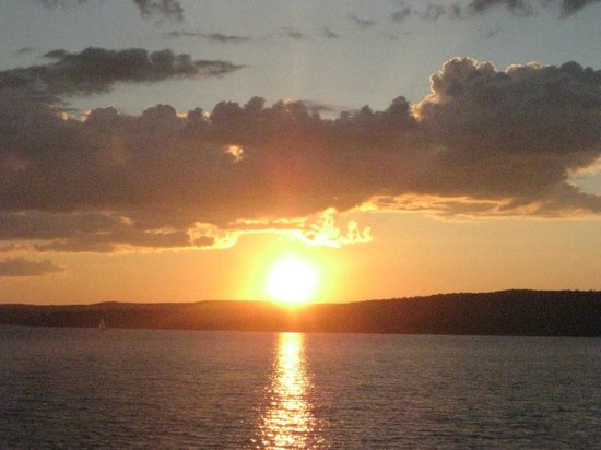 Delta Lodge : Sunset on boat from Apostle Islands