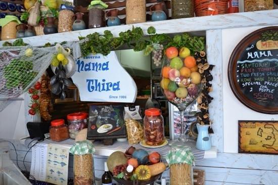 Mama Thira Tavern: Traditional and cute