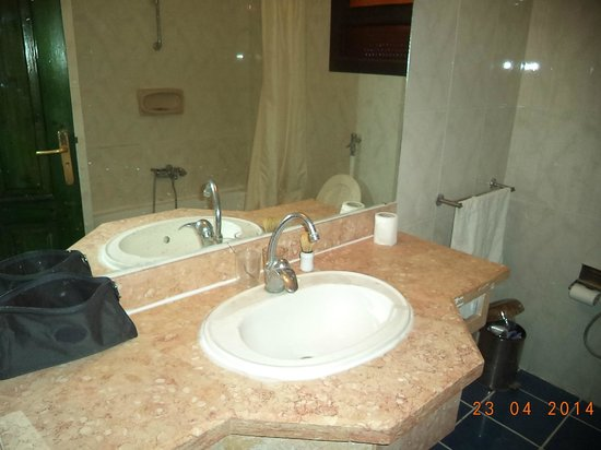 El Samaka Comfort Hotel: lavandino