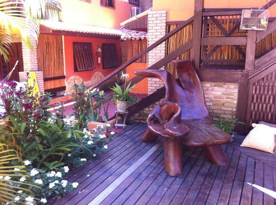 Pousada Toca do Leão : esse banco de madeira é maravilhoso