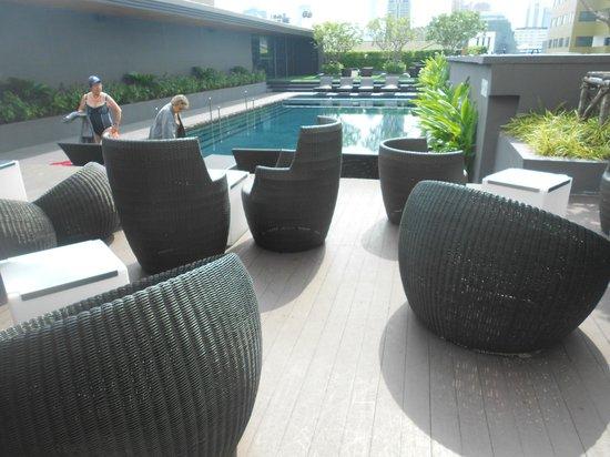 Best Western Premier Sukhumvit : le bar de la piscine