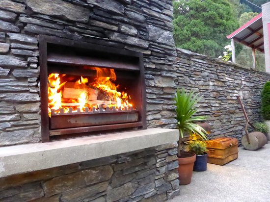 The Dairy Private Hotel: Wonderful, outdoor fire every night