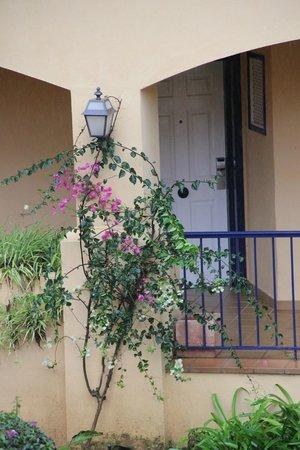 Hotel Guadalmina Spa & Golf Resort: Вход в номер на втором этаже