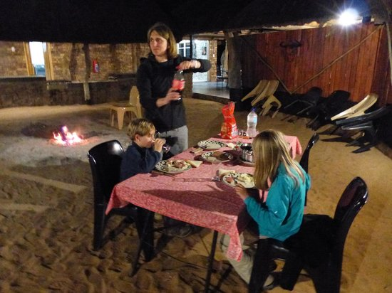 Tshukudu Bush Camp: the dinner on the braai  BBQ