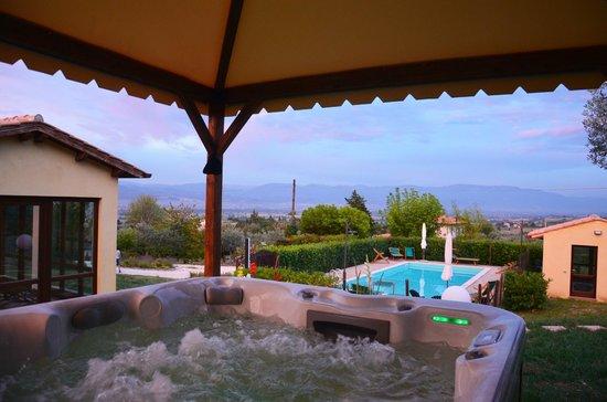 Nonna Rana Holidays Apartments: Vasca idromassaggio jacuzzi con vista panoramica