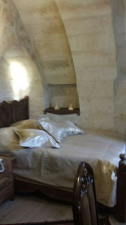 Maccan Cave Hotel: Stone arch room