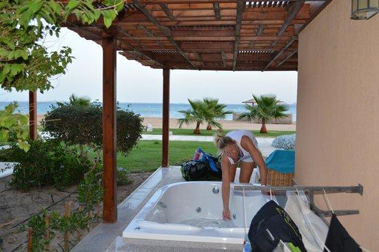 Shams Prestige Abu Soma Resort : room with jacuzzi and seaview