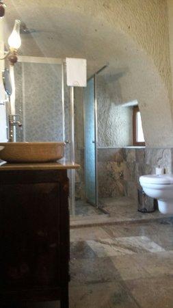 Maccan Cave Hotel: Room 109 bathroom