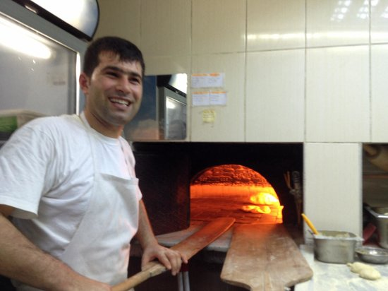 Sultanahmet Buhara Kebab House : Bread being made In oven