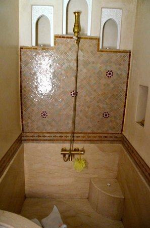 Riad Gallery 49 : Vasca con doccia