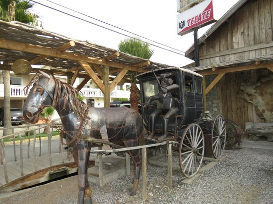 La Estancia Steak House: Outside metal sculpture (from local artist) with authentic carriage