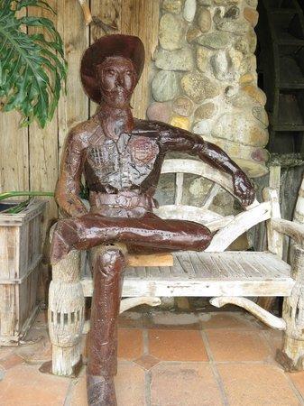 La Estancia Steak House: Outside metal sculpture from local artist