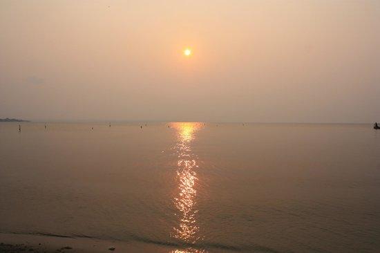 Amatique Bay Resort & Marina: Sunset