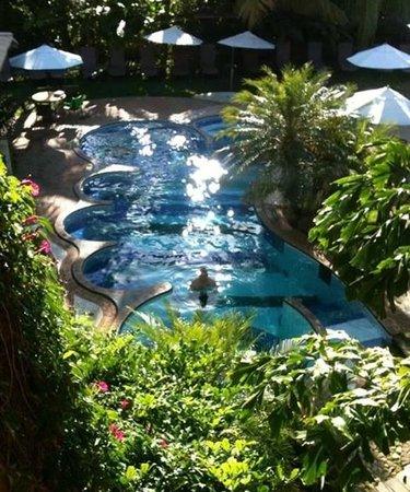 Hotel Via dos Corais: Vista ao lado da escada, que dá acesso do piso superior a recepção.