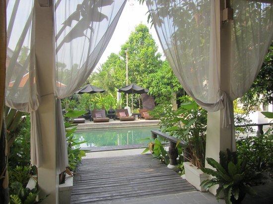 The Sanctuary Villa: Réception et piscine