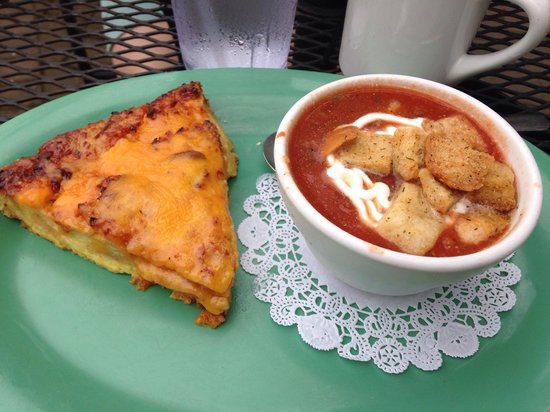 Magnolia Bakery Cafe: Magnolia's special--- chilled tomato basil soup with sour cream and a quiche like ham and cheese