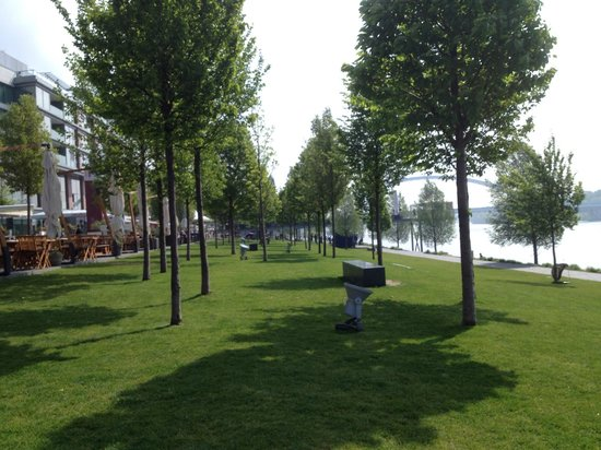 Eurovea Galleria: Behind the shopping mall, park and river