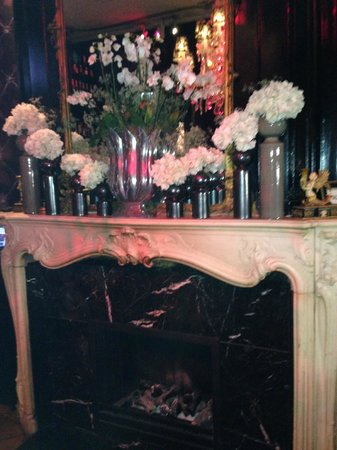 The Toren: Fireplace in the bar area