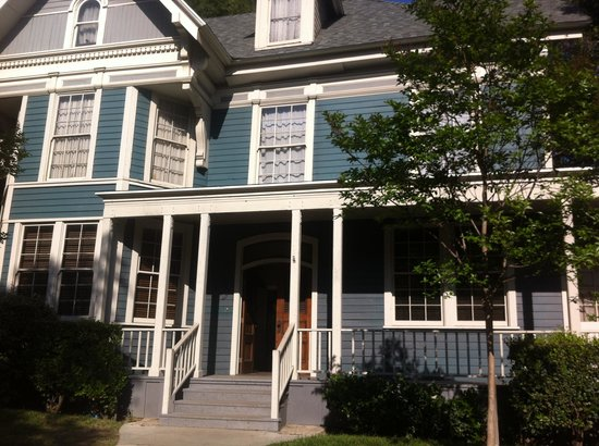 Warner Bros. Studio Tour Hollywood: Rory and Lorilais house - Gilmore Girls