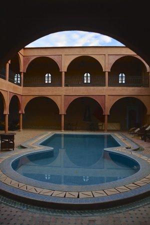 Guest House Merzouga : la piscina interna