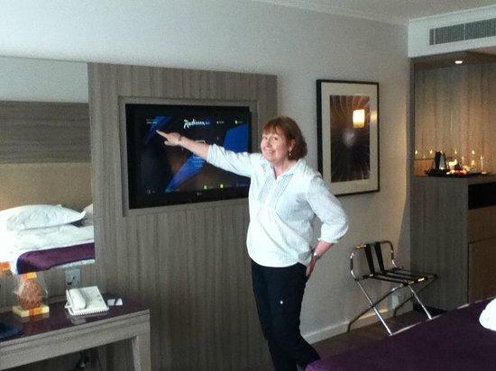 Radisson Blu Hotel, Manchester Airport: Large TV