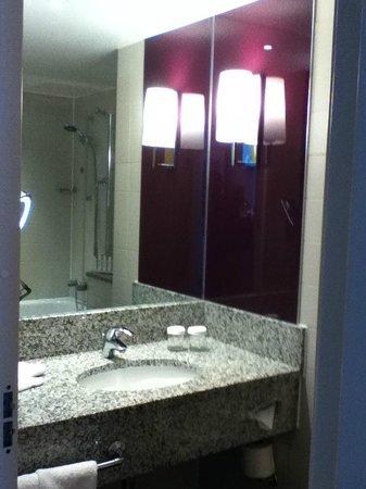 Radisson Blu Hotel, Manchester Airport: Bathroom