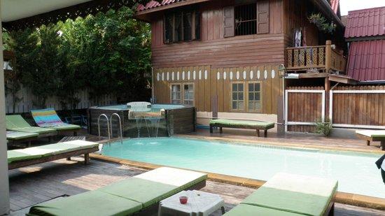 M.D. House: Pool #1.