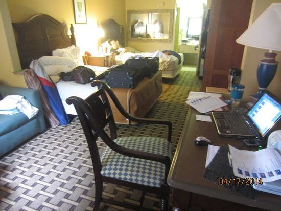 Travelodge Suites East Gate Orange: Room, complete with sitting, office, too