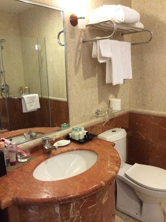 Fraser Place Robertson Walk, Singapore : Ensuite Bathroom1