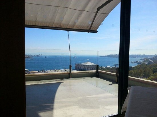 Vogue : View from the inside to Bosphorus and Marmara Sea.