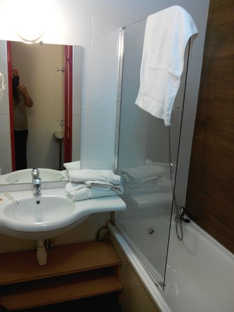Euro Hotel Paris Creteil : Petite mais fonctionnelle, avec sèche-cheveux