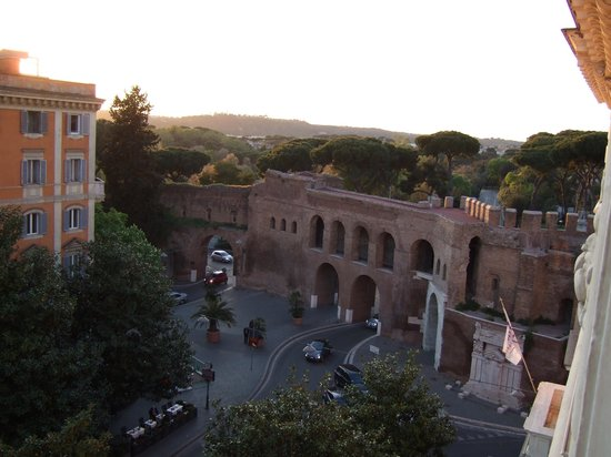 Rome Marriott Grand Hotel Flora: A view from our room