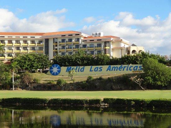 Melia Las Americas: Hotel from the golf course