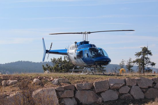 Valhalla Helicopters: Helicopter landing at our resort - Sparkling Hills
