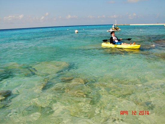 El Cozumeleño Beach Resort: water near beach