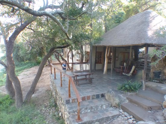 Bushriver Lodge: outside