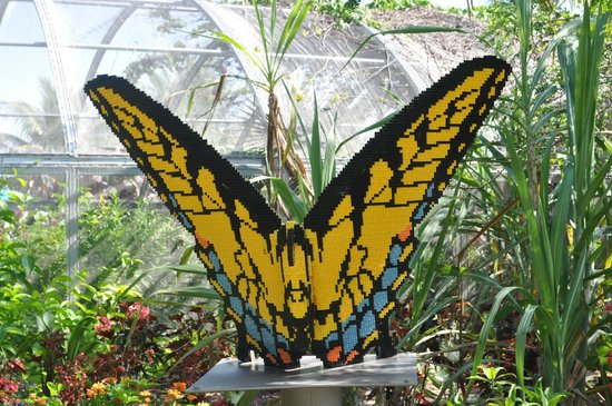 Naples Botanical Garden: Lego display near the butterfly garden